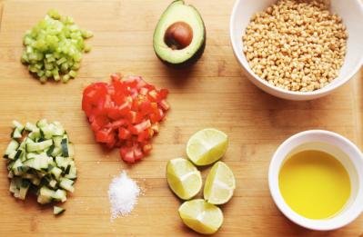Ingredientes-para-la-ensalada-de-trigo-con-aguacate